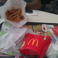 Photo taken at McDonald's by Mirant H. on 12/10/2012