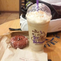 Photo taken at The Coffee Bean & Tea Leaf by Russell S. on 12/6/2014