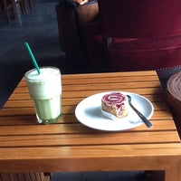 Photo taken at Starbucks by tjoet y. on 12/12/2012
