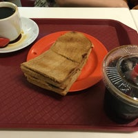 Photo taken at Ya Kun Kaya Toast 亞坤 by M S. on 7/19/2016
