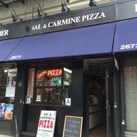 Foto scattata a Sal & Carmine's Pizza da Michael H. il 4/8/2014