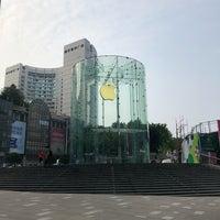 Photo taken at Apple Jiefangbei by Ekkapong T. on 6/30/2018