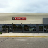 Photo taken at Chipotle Mexican Grill by Kevin G. on 11/27/2013