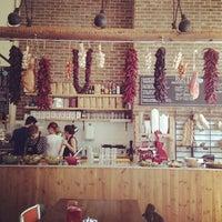 9/7/2013 tarihinde Dilem B.ziyaretçi tarafından Cafe Route'de çekilen fotoğraf