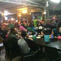 Photo taken at Restoran Bismi Tomyam Seafood by Basli B. on 2/15/2017