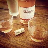 Photo prise au Sayra's Wine Bar par Lisa P. le9/9/2013