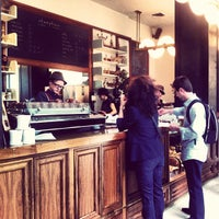 Foto tomada en Stumptown Coffee Roasters  por Lisa P. el 9/24/2012
