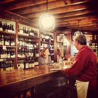 Foto tomada en El Carajo Tapas and Wine por Lisa P. el 7/9/2013