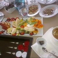 Foto scattata a Mihver Cafe & Nargile da Umran (helin) P. il 3/17/2013