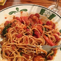Photo taken at Olive Garden by D G. on 12/28/2012