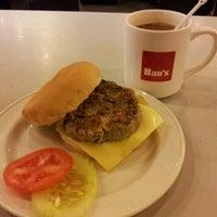 รูปภาพถ่ายที่ Han's Cafe โดย Renz เมื่อ 11/19/2012
