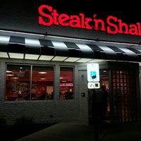 Photo taken at Steak 'n Shake by Jr C. on 8/16/2013