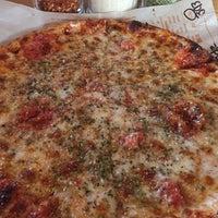 Das Foto wurde bei Blaze Pizza von Aptraveler am 3/22/2018 aufgenommen