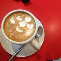 Das Foto wurde bei Vits Cafe & Rösterei von Chau Hop N. am 1/10/2013 aufgenommen