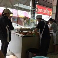 Photo taken at ข้าวมันไก่ตอน พัฒนาการ 53 by Nin P. on 10/30/2016