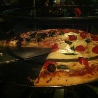 Foto tomada en Cancino Pizza por Mau V. el 1/17/2013