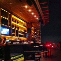 Foto scattata a Octave Rooftop Lounge & Bar da MisterJiiw™ il 5/17/2013