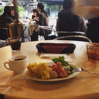 Photo taken at Plates アークヒルズ店 by Daisuke H. on 11/20/2015