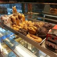 Photo taken at Dunkin Donuts by Viny Barredo O. on 11/6/2012
