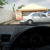 Das Foto wurde bei Shell Manual Car Wash BK2 von DinoBamBino™ am 2/8/2013 aufgenommen