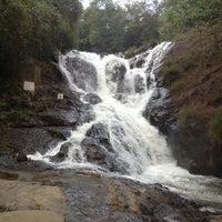 Photo taken at Thác Datanla (Datanla Waterfall) by Hardani M. on 4/16/2013