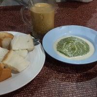 Photo taken at ขนมปังสังขยา นมสด(เลิศรส) by Padny Y. on 10/22/2015