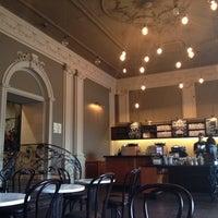 Снимок сделан в Starbucks пользователем Gioconda1496 6/2/2014