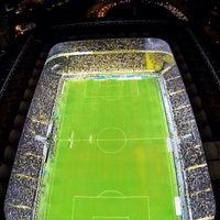 Das Foto wurde bei Ülker Stadyumu Fenerbahçe Şükrü Saracoğlu Spor Kompleksi von İzzet S. am 11/10/2013 aufgenommen