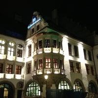 Das Foto wurde bei Hofbräuhaus von Aurora I. am 4/1/2013 aufgenommen
