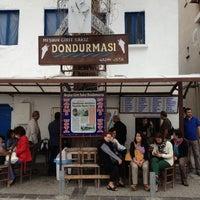 รูปภาพถ่ายที่ Girit Sakız Dondurmacısı Nazmi Usta โดย Rosemely เมื่อ 10/27/2012