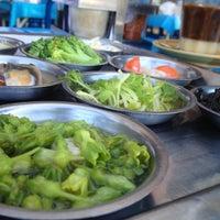 Photo taken at ทรายทองต่ิมซำ by Ninjatalo ร. on 10/28/2012