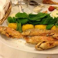 3/7/2013 tarihinde Fırat &.ziyaretçi tarafından Olta Balık Restaurant'de çekilen fotoğraf