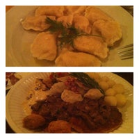 Снимок сделан в Staropolska Restaurant пользователем Joyce 4/7/2013