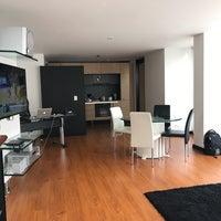 Foto tomada en Celebrities Suites & Apartments por Monique R. el 6/24/2017