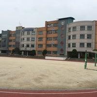 Photo taken at 산성초등학교 by Boram L. on 7/12/2016