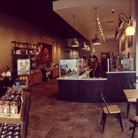 Foto scattata a Peets Coffee & Tea da Brambleton B. il 7/21/2014