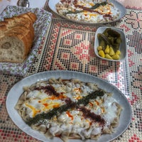Photo taken at Öz Kafeterya Kayseri Mantıcısı by Zuhal Ş. on 3/21/2018