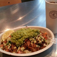 Photo taken at Chipotle Mexican Grill by Taeyoung K. on 11/12/2012
