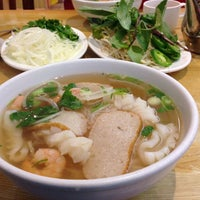 Photo taken at Oodles of Noodles Vietnamese Cuisine by Tammy S. on 11/20/2013