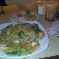Photo taken at Qua-Li Noodle & Rice by LittlenOOb on 9/4/2014