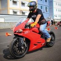 Photo taken at Ducati Ratchaphrurek by DANIYTEP ส. on 8/1/2016