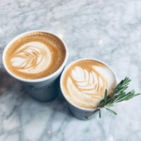 Снимок сделан в Toby's Estate Coffee пользователем Catherine H. 10/13/2018