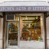 Foto tomada en Kitchen Arts & Letters  por Kitchen Arts & Letters el 3/15/2017