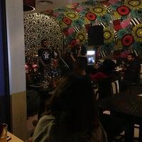 Das Foto wurde bei Books@cafe von Rana J. am 4/17/2013 aufgenommen