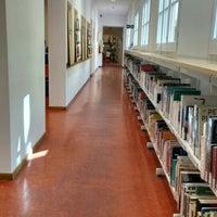 Foto tomada en Biblioteca Francesca Bonnemaison por Pablo H. el 6/21/2016