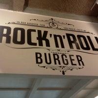 Foto tirada no(a) Rock 'n' Roll Burger por John C. em 11/22/2012
