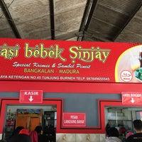 Photo taken at Nasi Bebek Sinjay by Syahrun B. on 11/11/2017