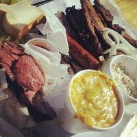 รูปภาพถ่ายที่ John Mueller Meat Company โดย Pete เมื่อ 3/2/2013