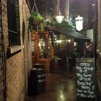 Foto tirada no(a) Ye Olde Mitre Tavern por Jonas N. em 1/29/2013