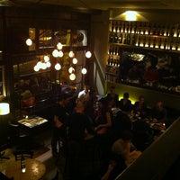 Foto tomada en Café Adonis 1940 por Alice K. el 3/8/2013